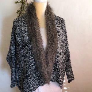 NWOT /XOXO faux fur collar sweater